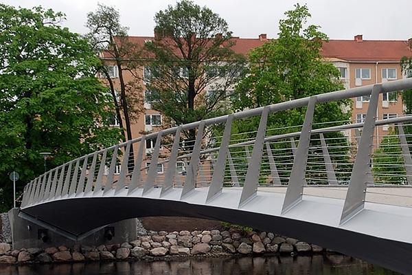 Brokonstruktioner. Vi bygger och monterar broar i stål.